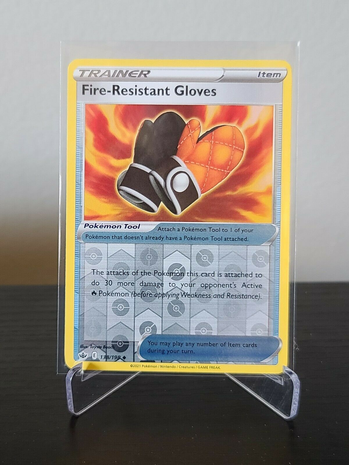Pokemon - FIRE-RESISTANT GLOVES 138/198 - Reverse Holo - Chilling Reign - NM/M
